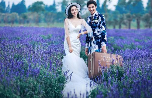拍摄婚纱照很尴尬该如何进行化解呢?