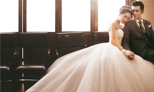在水下拍摄婚纱照如何挑选婚纱?